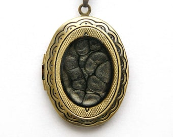 Black hand painted locket, picture locket, Black  hand painted locket, Black medaillon photo, Locket pendant, Photo frame