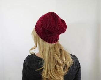 Bonnet rouge. Chapeau de femmes Crochet. Chapeau de Heather rouge de Crochet. Womens Red Hat. Beanie équipée. Bonnet en tricot. Chapeau d'hiver rouge. Mode automne