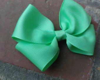 Medium mint toddler hair bow. Mint hair bow. Medium Mint bow. Mint bow. Medium size mint bow. Photography prop. Mint. Medium hair bow. Bow