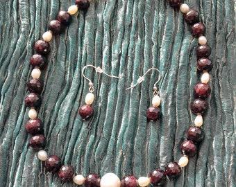 Garnet necklace and earrings, garnet necklace, garnet earrings, freshwater pearls, sterling silver, silver jewellery, pearl and garnet