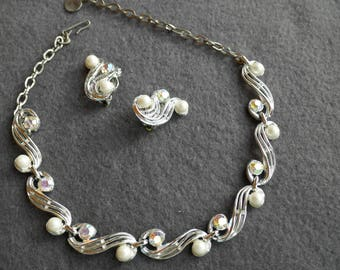 """Rhinestone and """"Pearl"""" linked Necklace and earrings"""