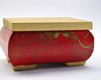 Box made of wood, marble - red/gold pattern