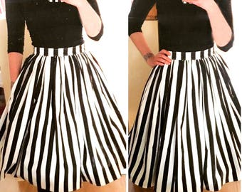 Extra Full Gathered Stripe Skirt with pockets. Black and White Stripes Rockabilly Pin-up Girl - Skirt with Pockets.