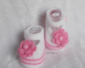 wool baby booties 0/3 months knitted handmade pink hydrangea and white marietricotine