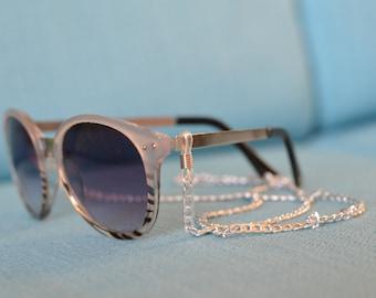 Silver flat link sunglasses chain / eyewear retainer - flat link silver tone sunglass chain with clear attachment loop