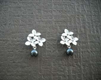 cute little bouquet with pearl - matte white gold plated with sterling silver post earrings