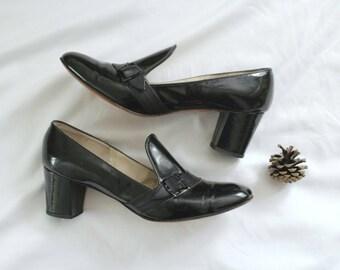 1960s Patent Leather Black Block Heels   Vintage 60s Shiny Black Mod Twiggy Buckle Heels   Size 6 1/2