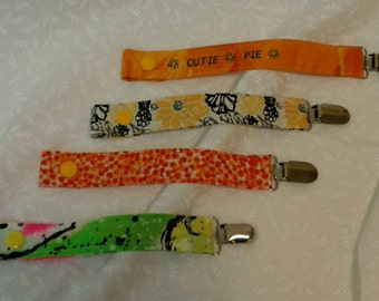 Set of 4 pacifier clips, cutie pie