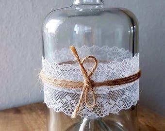 3x Beautiful vintage vase with elegant lace