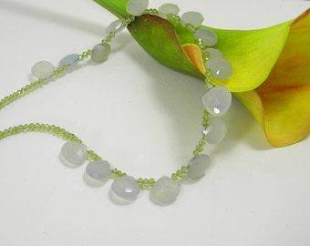 Chalcedony and and peridot necklace 18 kt gold clasp