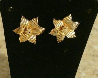 Vintage Gardenia Flower Rhinestones Pierced earrings Rose Gold African Violet