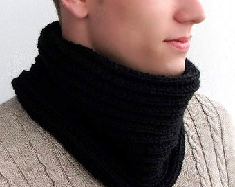 Mens cowl scarf. Men's Snood. Chunky scarf for men. Black  infinity scarf. Chunky Knit Scarf. Men's Knit Circle Scarf. Knit Cowl Scarf.