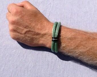 Lovely bracelet in almond green polyester men and women