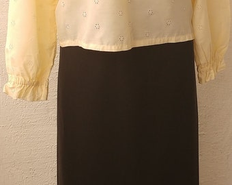 Vintage 1986 r, women's blouse  cream color embroidery etamine(cheesecloth) with flounces size M