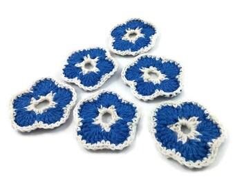 Fleurs bleues au crochet -  6 décorations faits main de 55mm