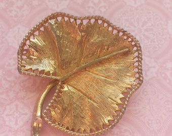 Vintage Round Leaf Gold tone Brooch Retro Jewelry
