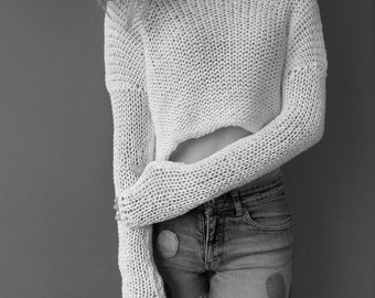 White cotton cropped sweater/.  Spring/Summer knit. Loose knit , crop top.