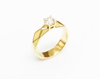 SOLITAIRE DIAMOND Gold Faceted Ring