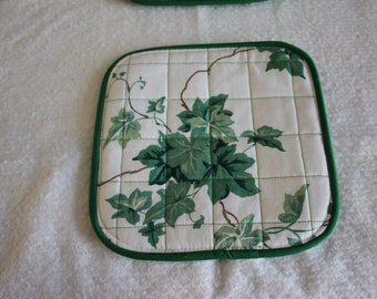 A quilted potholder Ivy. reversible; insulated