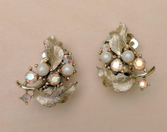 Vintage Lisner Clip-on Earrings Gold Tone Aurora Borealis Rhinstones Leaves Pearls