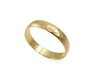 Hammered wedding ring. 14k yellow gold. 4mm wedding band men wedding ring. women wedding band. mens wedding band.