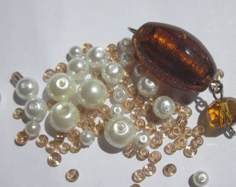 24 round and oval glass beads with seed beads (PV11 74)