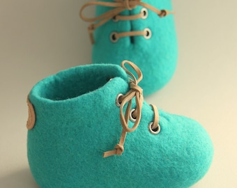 Felted baby shoes, turquoise colour, natural design, NICKELFREE eyelet, LAMBELI label, newborn baby gift, baby photo prop, pregnancy reveal