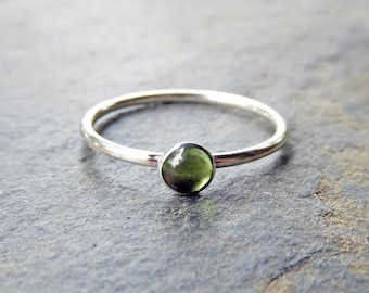 4mm Peridot Stacking Ring in Sterling Silver - Choose Smooth, Hammered, or Antiqued Finish - Round Cabochon August Birthstone Ring