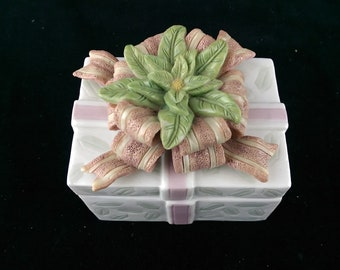 Porcelain Trinket Keepsake Box With an Elaborate Bow And Flower Design