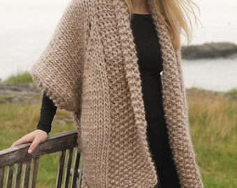 Handmade Knitted jacket / sweater with lace pattern in 100% soft wool. Size: XS-S-M-L-XL-XXL