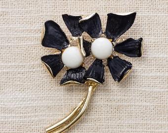Black and White Flower Brooch Vintage Gold Mod Enamel Broach Vtg Pin 7BZ