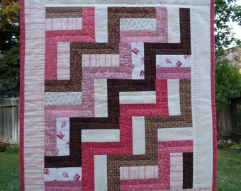 "Neapolitan Rail Fence Mini Quilt, Doll Quilt, 16"" x 19"", Handquilted"