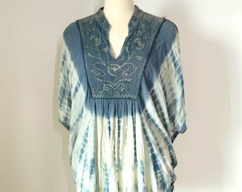 vintage Indian boho ethnic embroidered tie-dye batwing blouse, made in India, one size