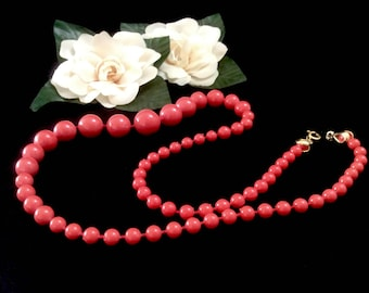 1980s Bead Necklace, Graduated Coral Colored Acrylic Beads
