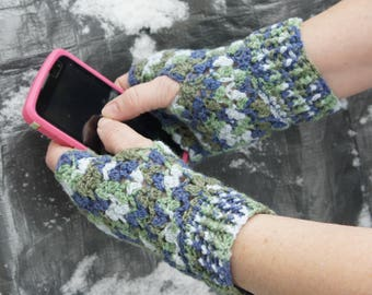 Texting Mitts.......Texting Gloves......Fingerless Gloves.......Hand Crocheted......Lacey