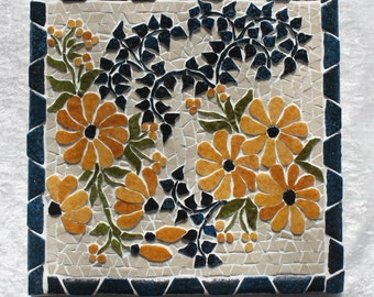 Mosaic, 20cm x20cm trivet. Yellow marguerires flowerbed in relief.