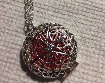 Locket Necklace - Aromatherapy - Essential Oil diffuser - Stainless Steel