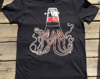 Red Roctopus BLK tee shirt