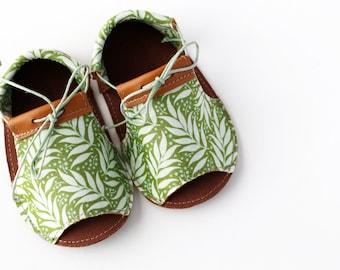 PALM LTR sandalias de bebé, en piel natural y tela de algodón estampada
