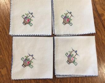 Cross stitch Cloth Napkins, Embroidery, Set of 4 four, Flower Basket, Floral, White cotton napkins, vintage