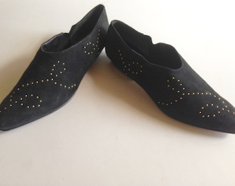suede pointed toe flats / suede slip ons / suede uppers / black pointed toe loafers