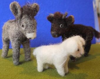 Set of needle felted animals nativity. felt nativity scene. Felt animals. Felt ox, donkey, lamb. Handmade animals. Christmas decoration.