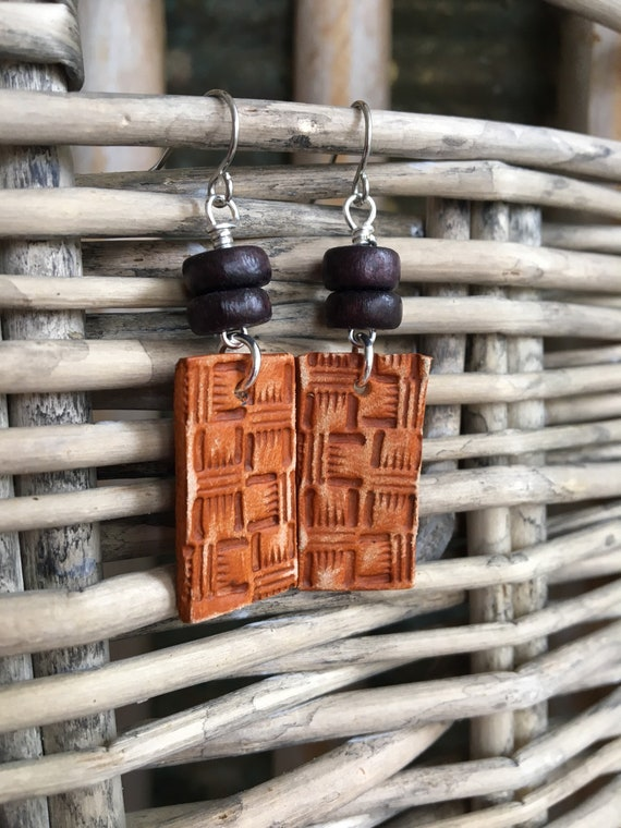Leather Bar Earrings - Brown Textured Leather with Wood Beads - Western Style Lightweight Leather Jewelry