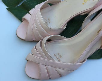 Pastel Pink Sandals |  6.5 powder pink open toe 80s vintage woven vinyl ankle strap shoes LIFE STRIDE super kawaii kitsch kitten heels