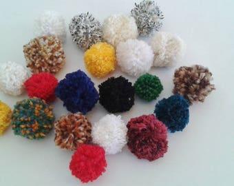 LOT de 20 pompons , couleurs variées, tailles variées