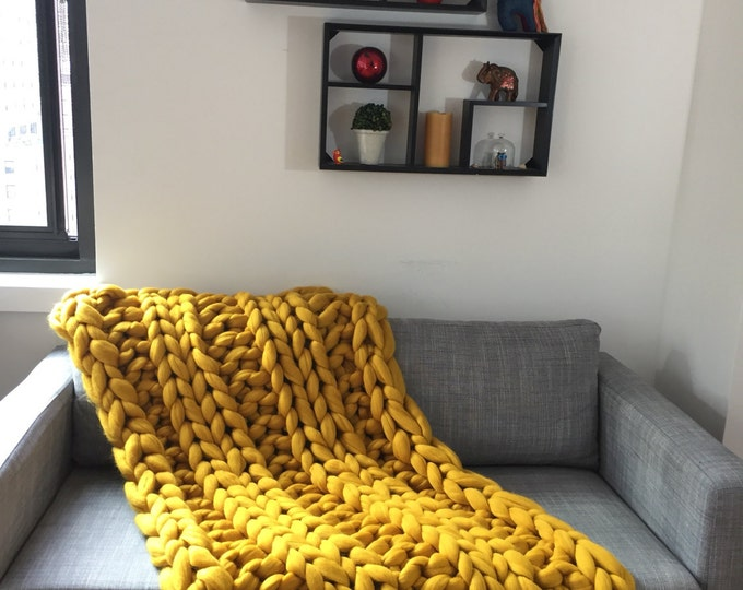 Chunky knit blanket/throw. HANDMADE . 100% merino wool. Size 32x54 inches. Shipping in 5-7 business days.