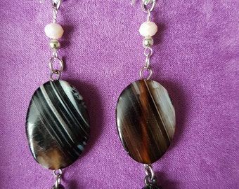 Earrings with streaked Agate