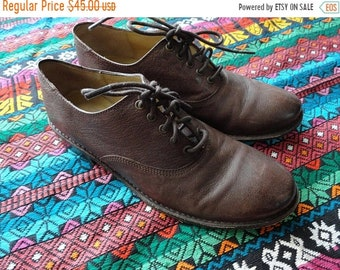 SALE FRYE Brown Leather Oxford Flats - Walking Shoes - Size 7.5