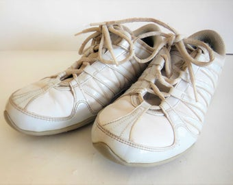 Vintage Nike women's white cheerleading sneakers size 6 1/2