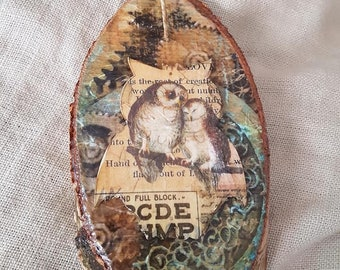 Slice of natural wood to hang with owls, wood on wood